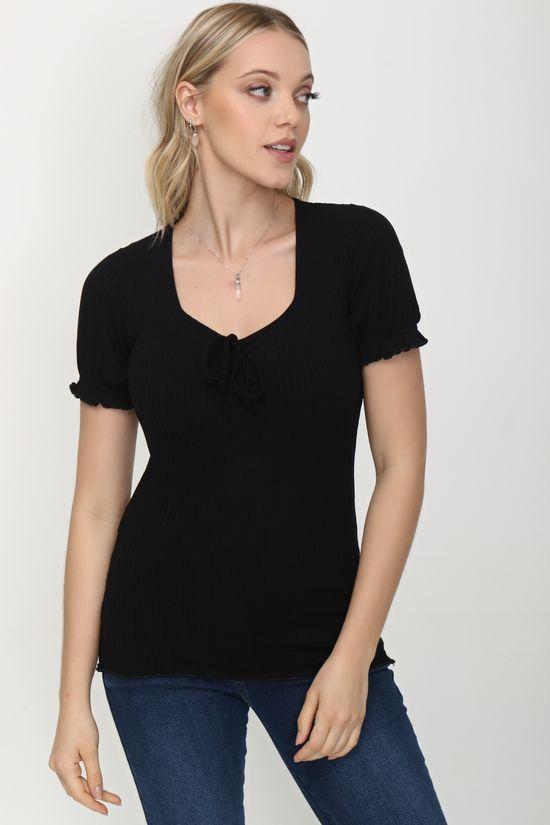 blusa tshirt com lacinho